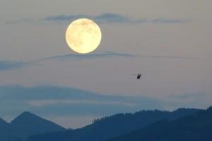 full-moon-460316_960_720